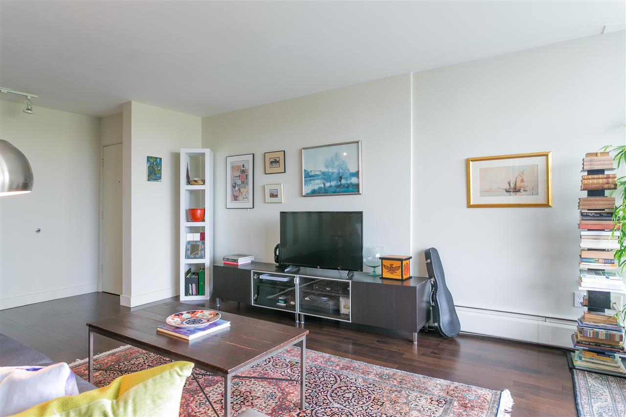 Condo Apartment at 304 2370 W 2ND AVENUE, Unit 304, Vancouver West, British Columbia. Image 17