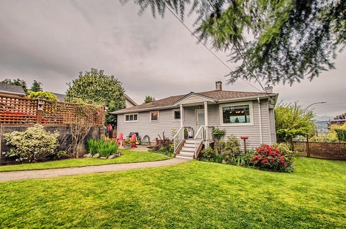 Detached at 802 BURNABY STREET, New Westminster, British Columbia. Image 2