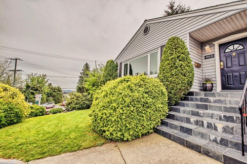 Detached at 802 BURNABY STREET, New Westminster, British Columbia. Image 3
