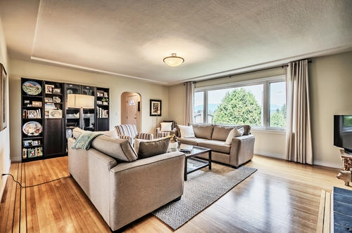 Detached at 802 BURNABY STREET, New Westminster, British Columbia. Image 5