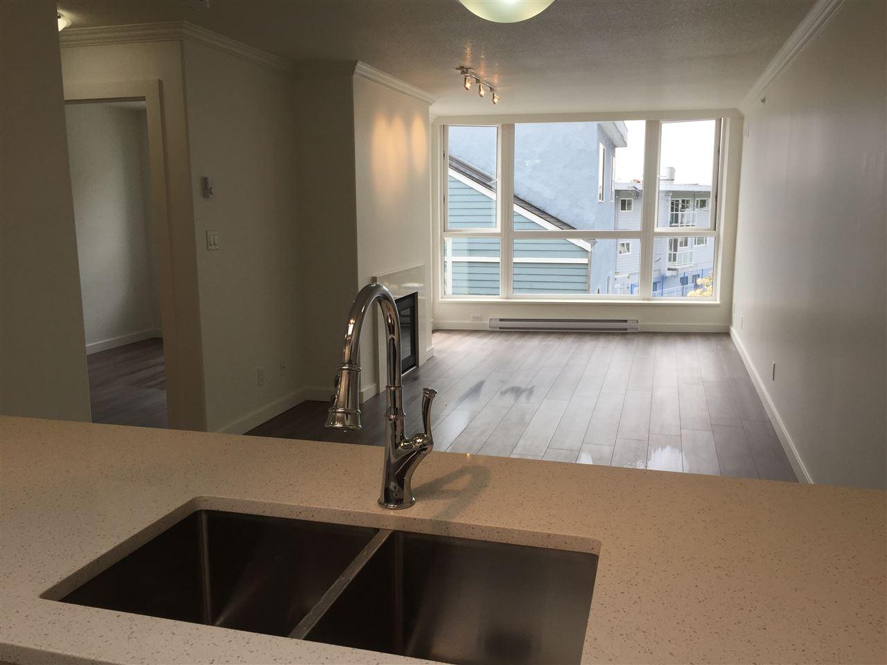 Condo Apartment at 312 1119 VIDAL STREET, Unit 312, South Surrey White Rock, British Columbia. Image 5