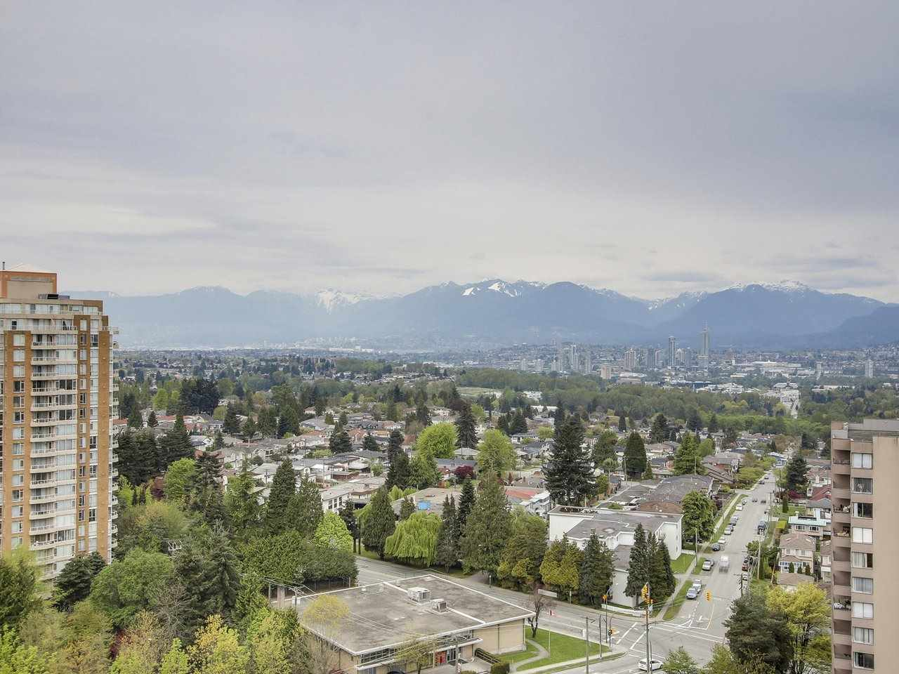 Condo Apartment at 1701 4788 HAZEL STREET, Unit 1701, Burnaby South, British Columbia. Image 5