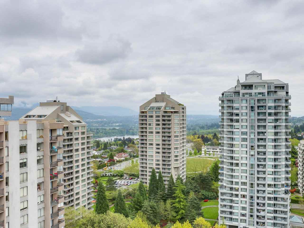 Condo Apartment at 1701 4788 HAZEL STREET, Unit 1701, Burnaby South, British Columbia. Image 9