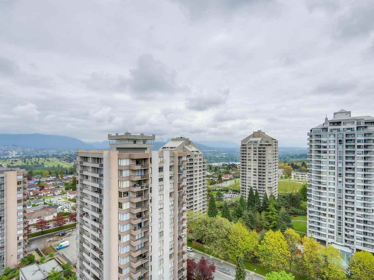 Condo Apartment at 1701 4788 HAZEL STREET, Unit 1701, Burnaby South, British Columbia. Image 12