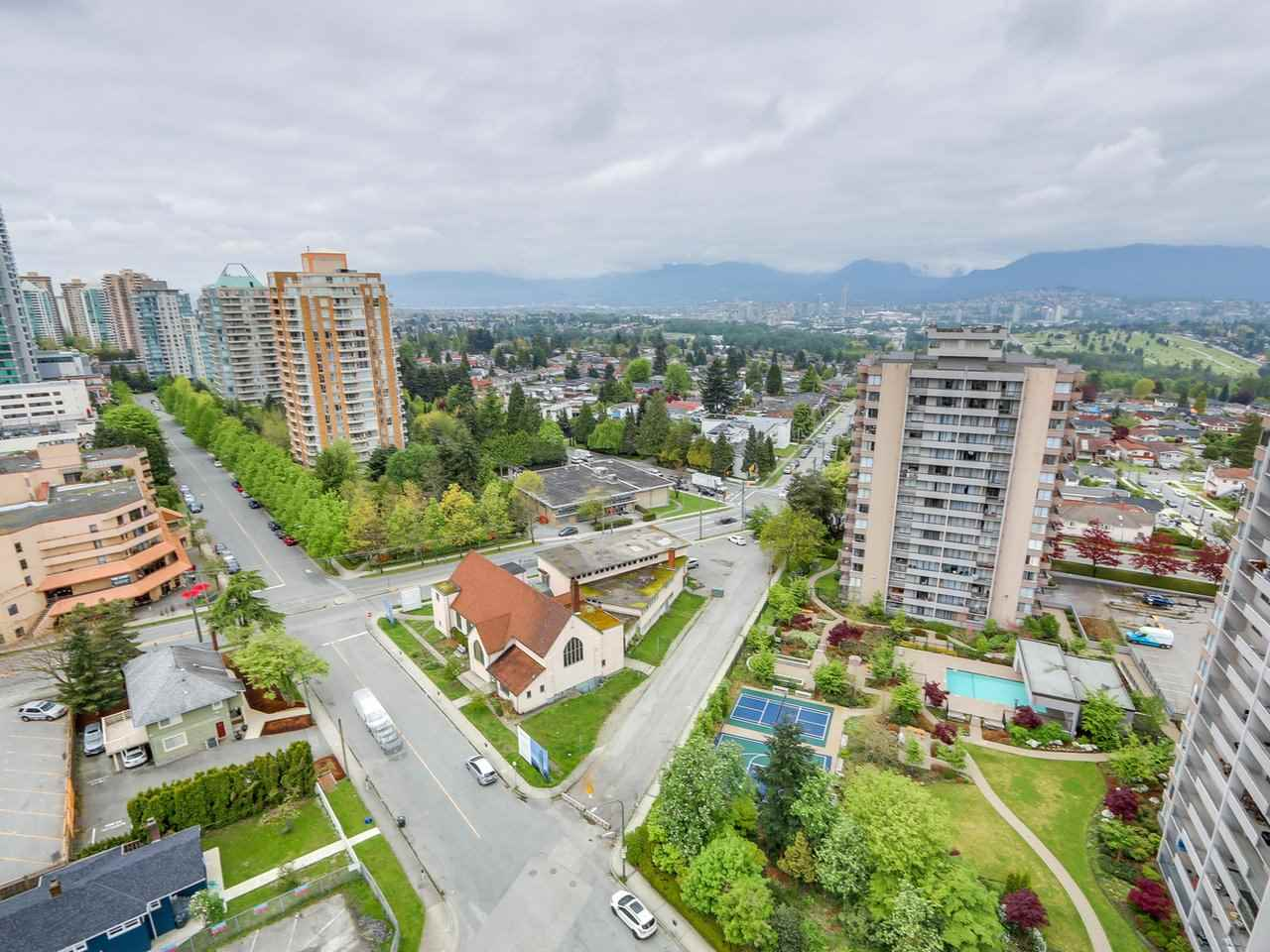 Condo Apartment at 1701 4788 HAZEL STREET, Unit 1701, Burnaby South, British Columbia. Image 18
