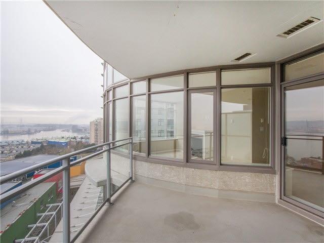 Condo Apartment at 1601 888 CARNARVON STREET, Unit 1601, New Westminster, British Columbia. Image 4