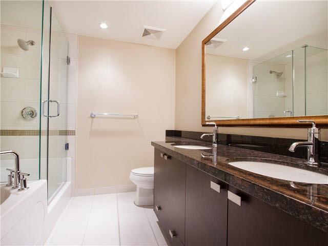 Condo Apartment at 1601 888 CARNARVON STREET, Unit 1601, New Westminster, British Columbia. Image 14