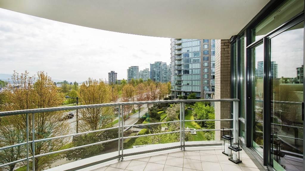 Condo Apartment at 401 1985 ALBERNI STREET, Unit 401, Vancouver West, British Columbia. Image 6