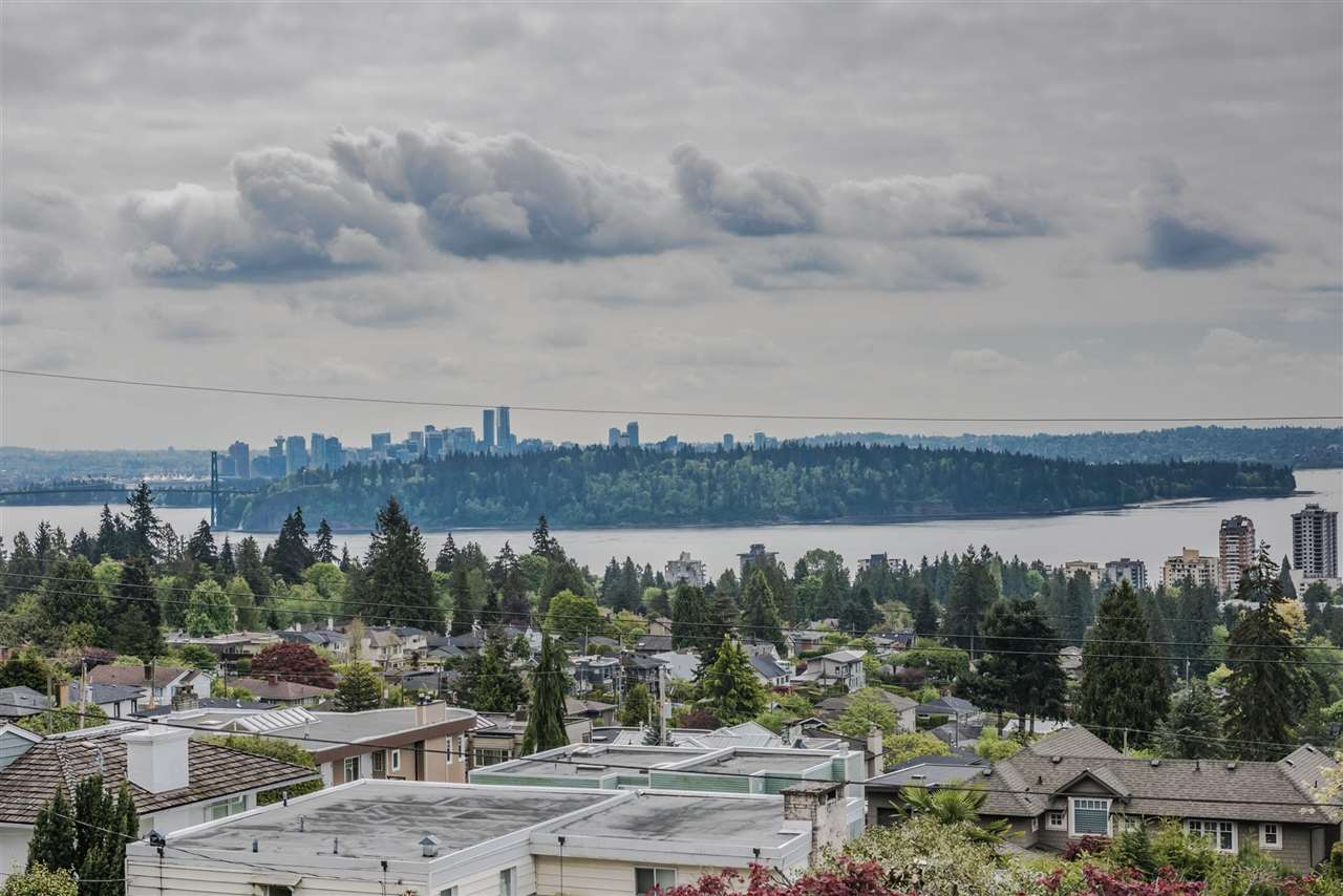 Detached at 2195 PALMERSTON AVENUE, West Vancouver, British Columbia. Image 2
