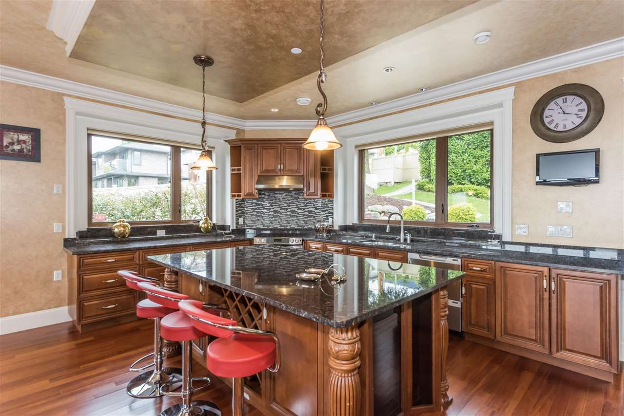Detached at 2195 PALMERSTON AVENUE, West Vancouver, British Columbia. Image 9