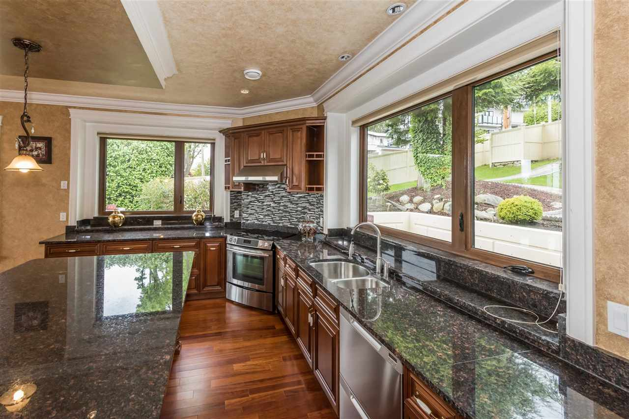 Detached at 2195 PALMERSTON AVENUE, West Vancouver, British Columbia. Image 10