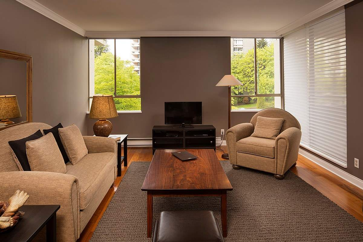 Condo Apartment at 401 1485 DUCHESS AVENUE, Unit 401, West Vancouver, British Columbia. Image 5