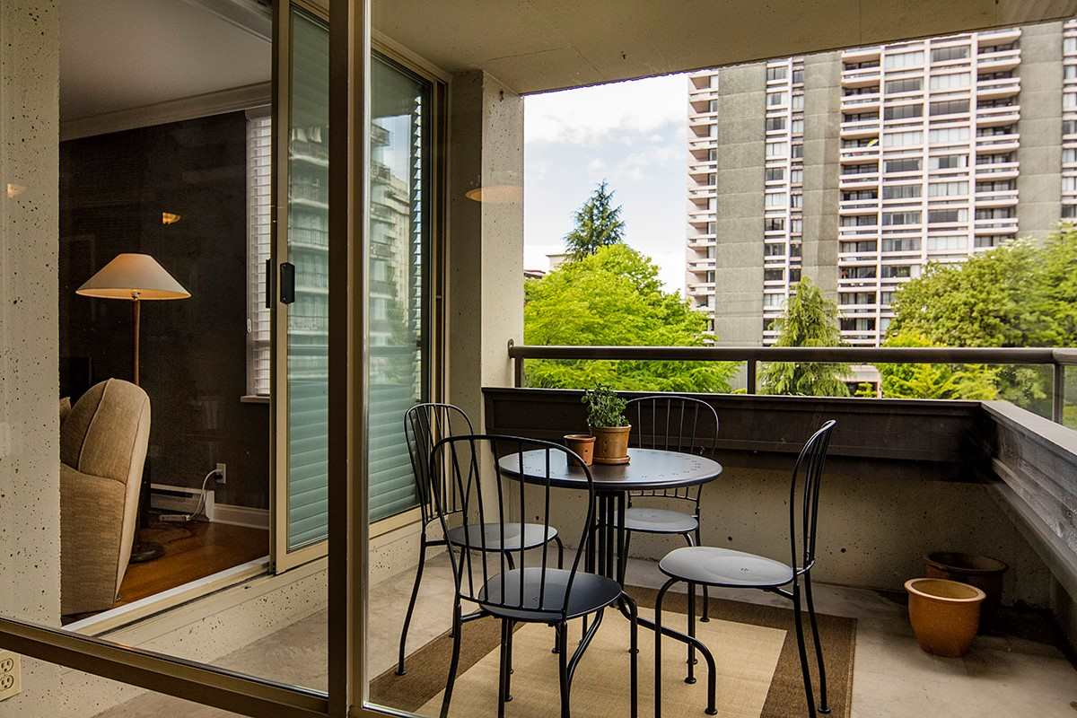Condo Apartment at 401 1485 DUCHESS AVENUE, Unit 401, West Vancouver, British Columbia. Image 10