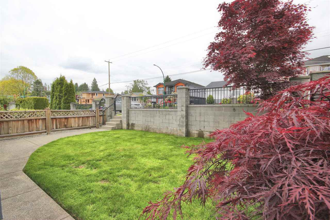 Half-duplex at 8465 16TH AVENUE, Burnaby East, British Columbia. Image 17