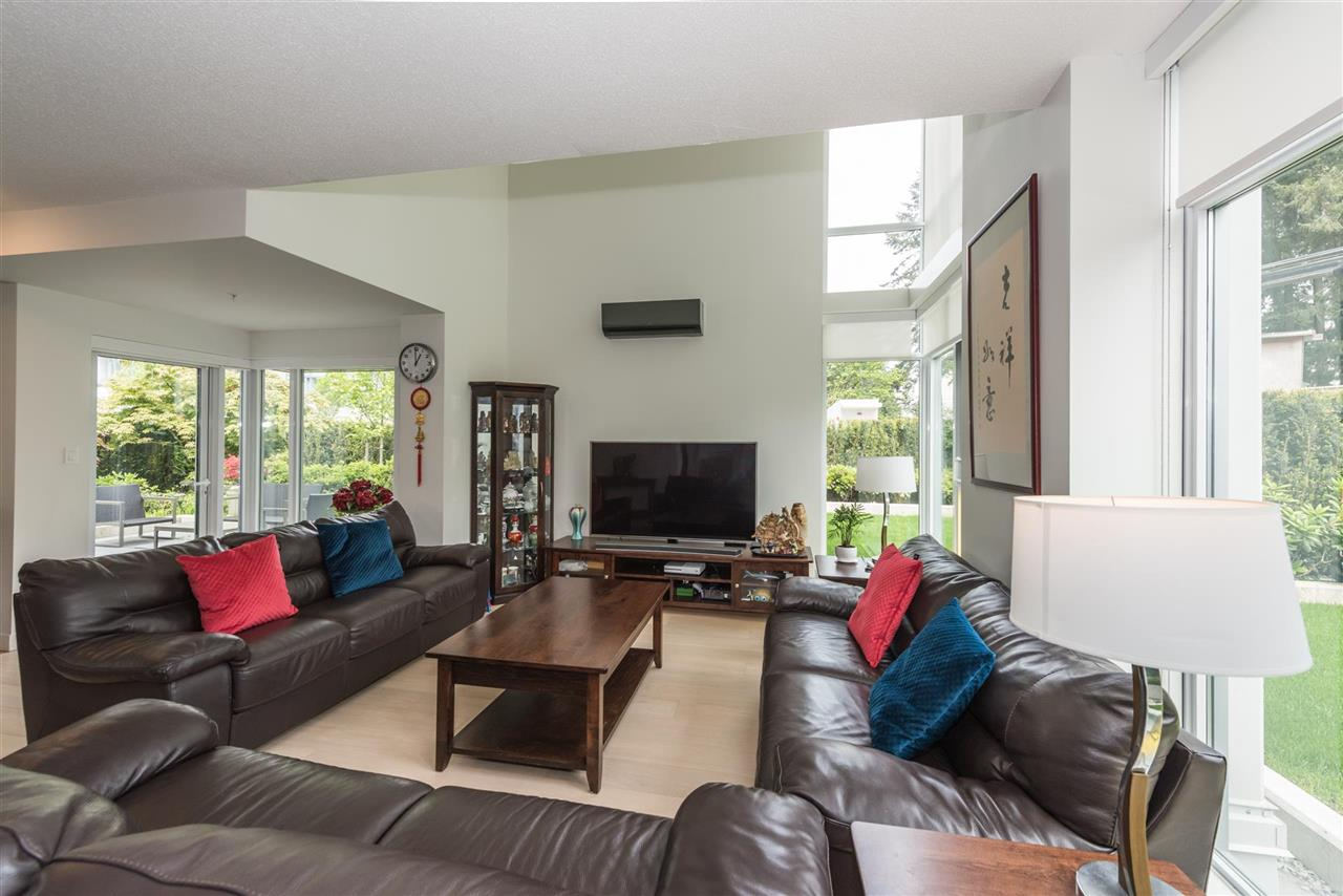 Townhouse at 6569 DUNBLANE AVENUE, Burnaby South, British Columbia. Image 16
