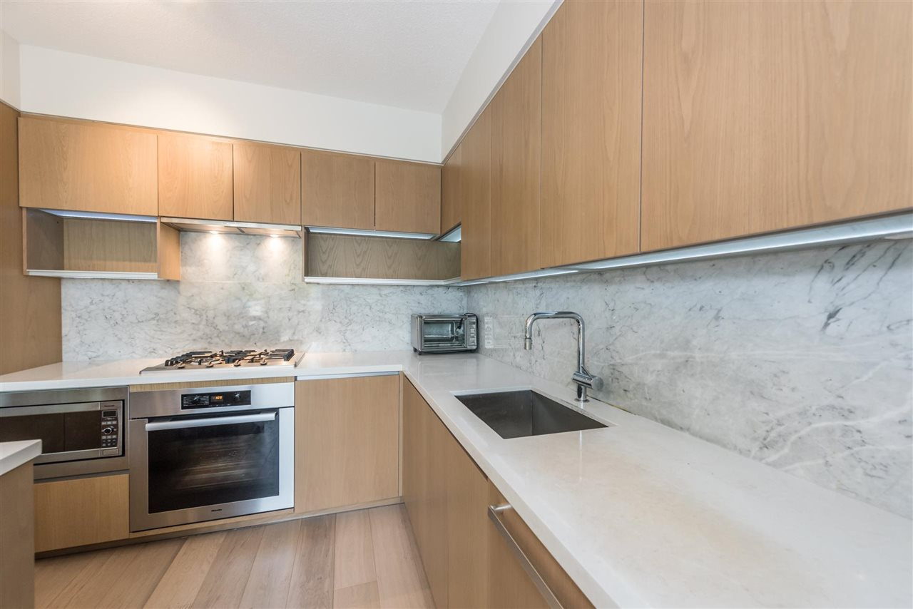 Townhouse at 6569 DUNBLANE AVENUE, Burnaby South, British Columbia. Image 19