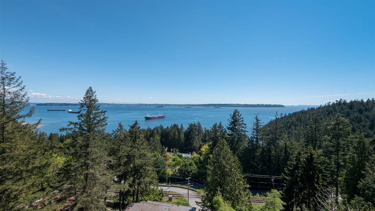 Detached at 4765 CLOVELLY WALK, West Vancouver, British Columbia. Image 2