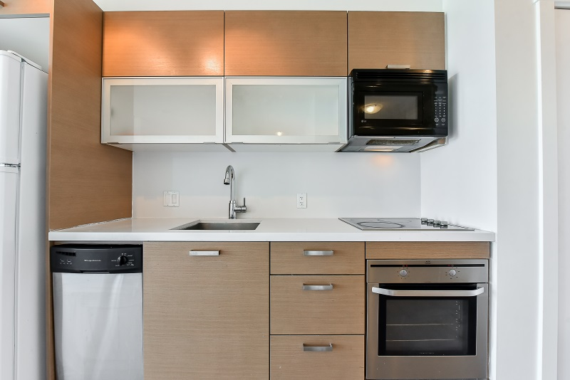 Condo Apartment at 1901 10777 UNIVERSITY DRIVE, Unit 1901, North Surrey, British Columbia. Image 4