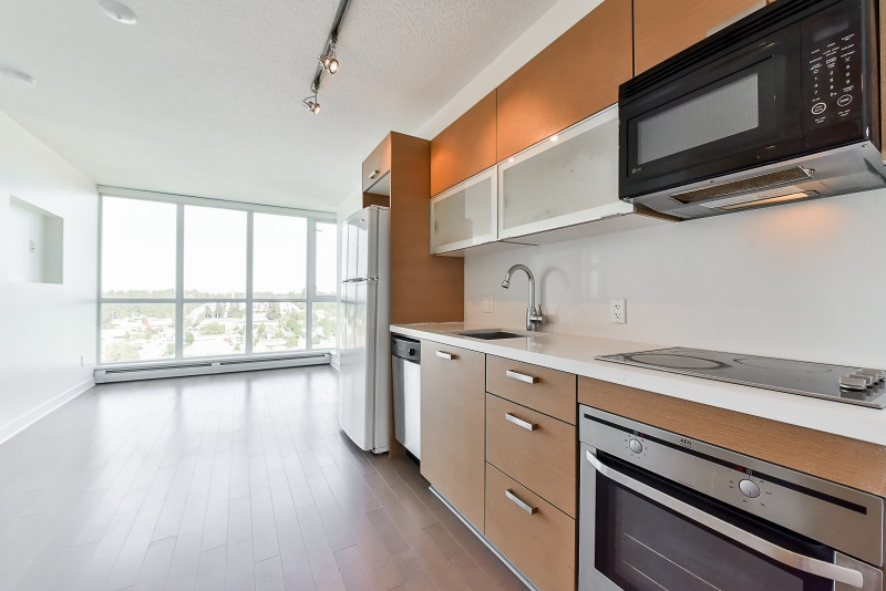 Condo Apartment at 1901 10777 UNIVERSITY DRIVE, Unit 1901, North Surrey, British Columbia. Image 5