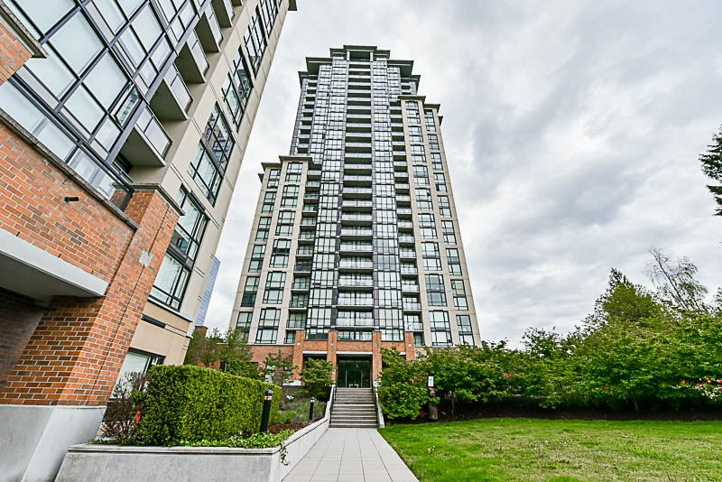 Condo Apartment at 1901 10777 UNIVERSITY DRIVE, Unit 1901, North Surrey, British Columbia. Image 18