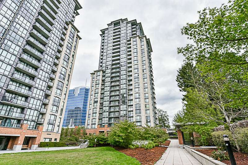 Condo Apartment at 1901 10777 UNIVERSITY DRIVE, Unit 1901, North Surrey, British Columbia. Image 19