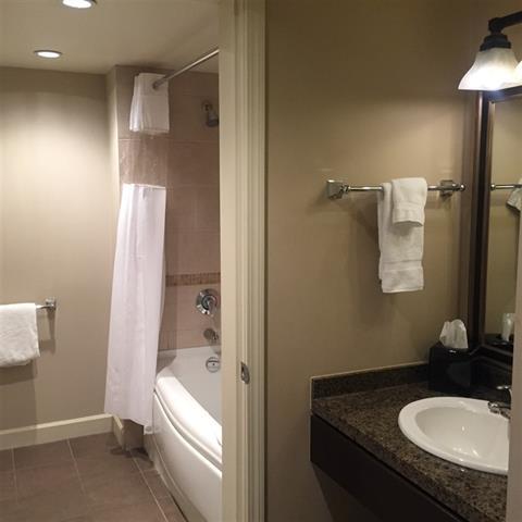 Condo Apartment at 414 40900 TANTALUS ROAD, Unit 414, Squamish, British Columbia. Image 5