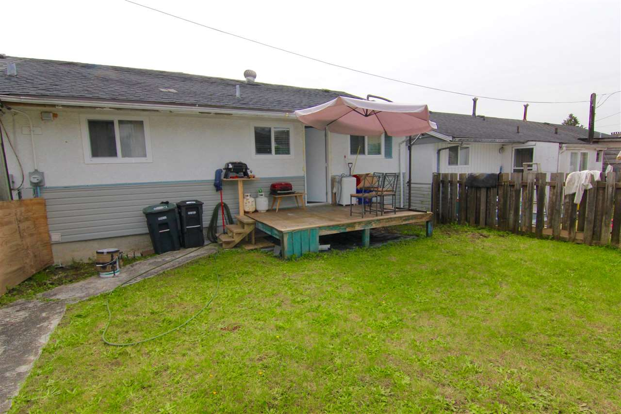 Townhouse at 7671 KINGSWAY, Burnaby East, British Columbia. Image 12