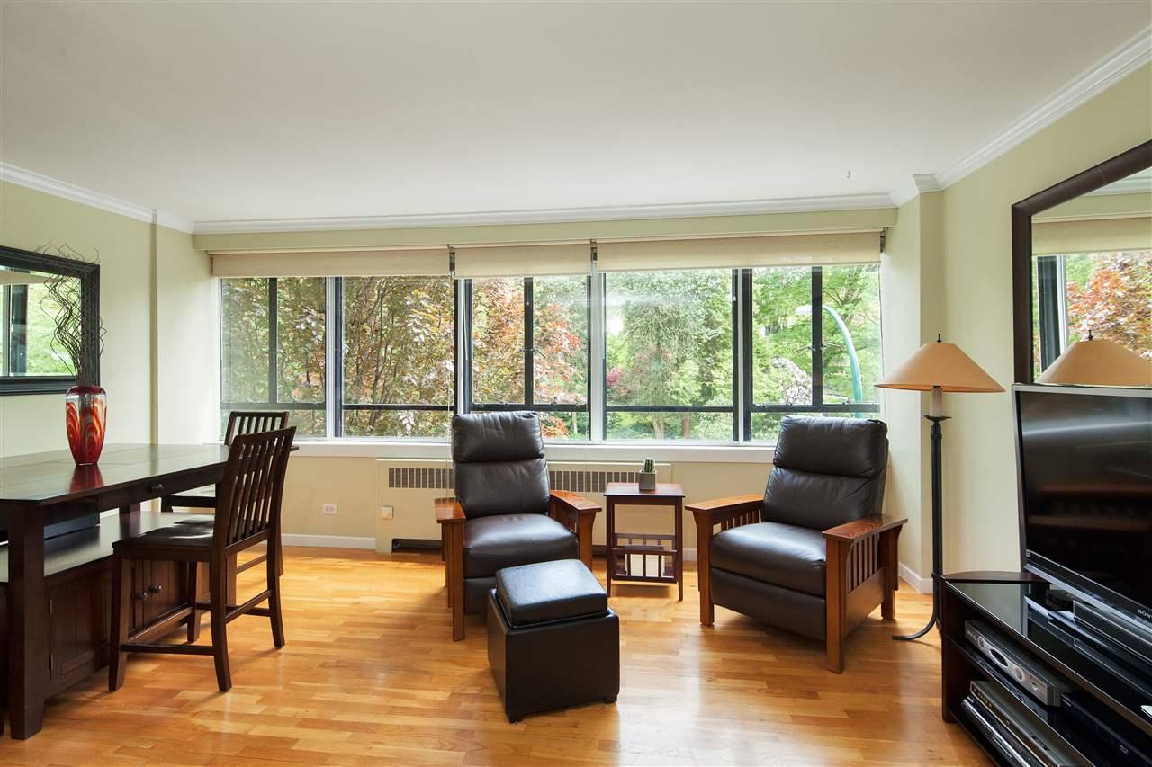 Condo Apartment at 511 1445 MARPOLE AVENUE, Unit 511, Vancouver West, British Columbia. Image 3