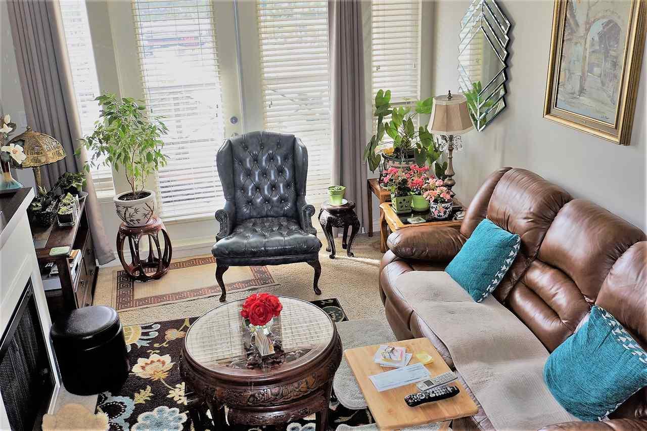 Condo Apartment at 303 2970 KING GEORGE BOULEVARD, Unit 303, South Surrey White Rock, British Columbia. Image 4