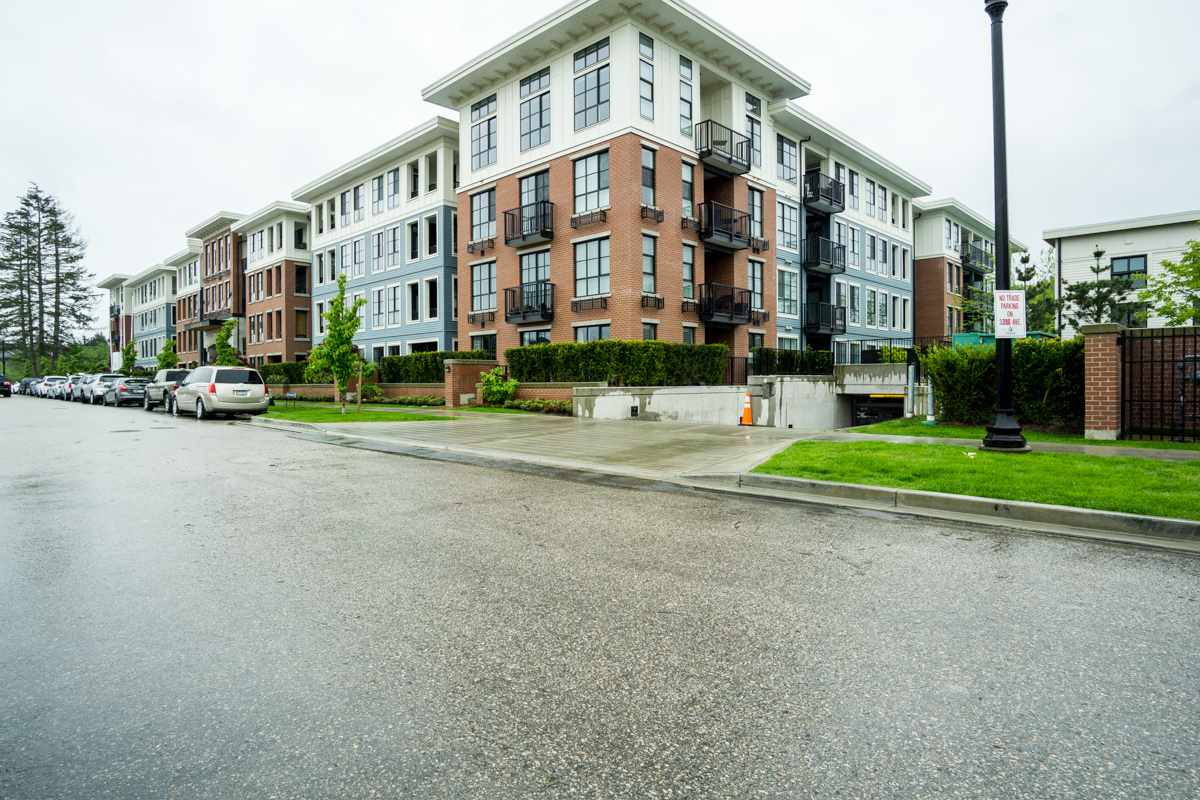 Condo Apartment at 421 15168 33 AVENUE, Unit 421, South Surrey White Rock, British Columbia. Image 1