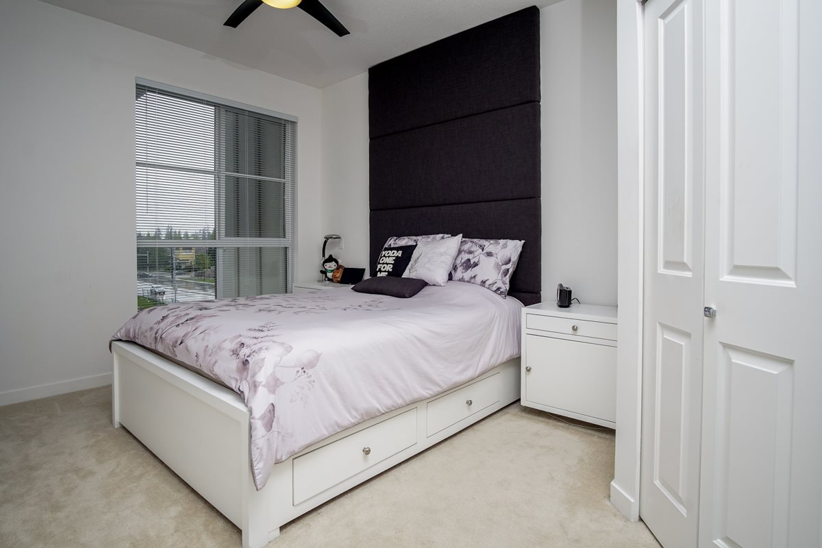 Condo Apartment at 421 15168 33 AVENUE, Unit 421, South Surrey White Rock, British Columbia. Image 3
