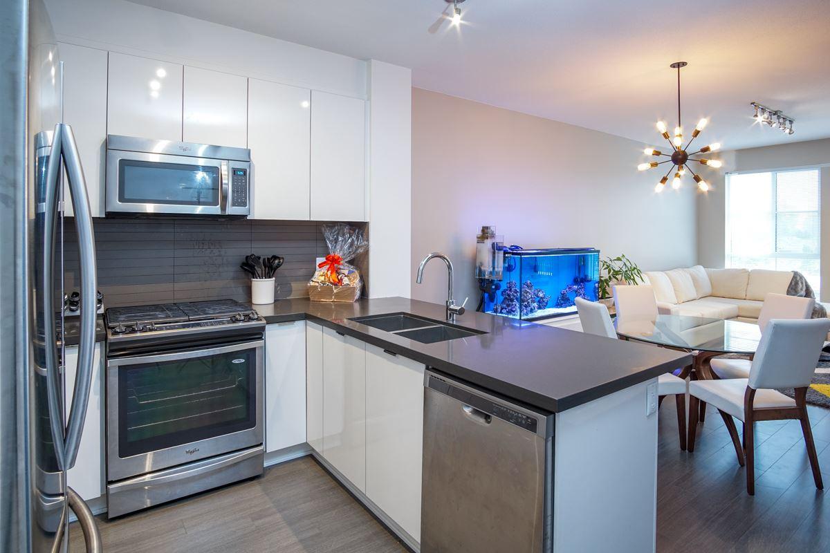 Condo Apartment at 421 15168 33 AVENUE, Unit 421, South Surrey White Rock, British Columbia. Image 12