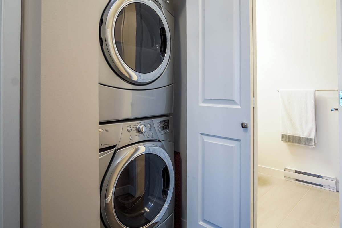 Condo Apartment at 421 15168 33 AVENUE, Unit 421, South Surrey White Rock, British Columbia. Image 14