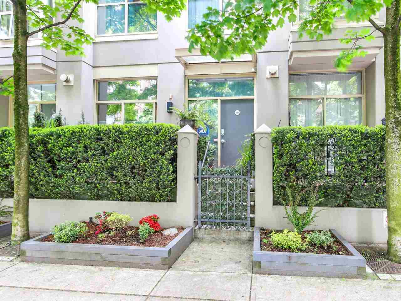 Townhouse at 985 RICHARDS STREET, Vancouver West, British Columbia. Image 2