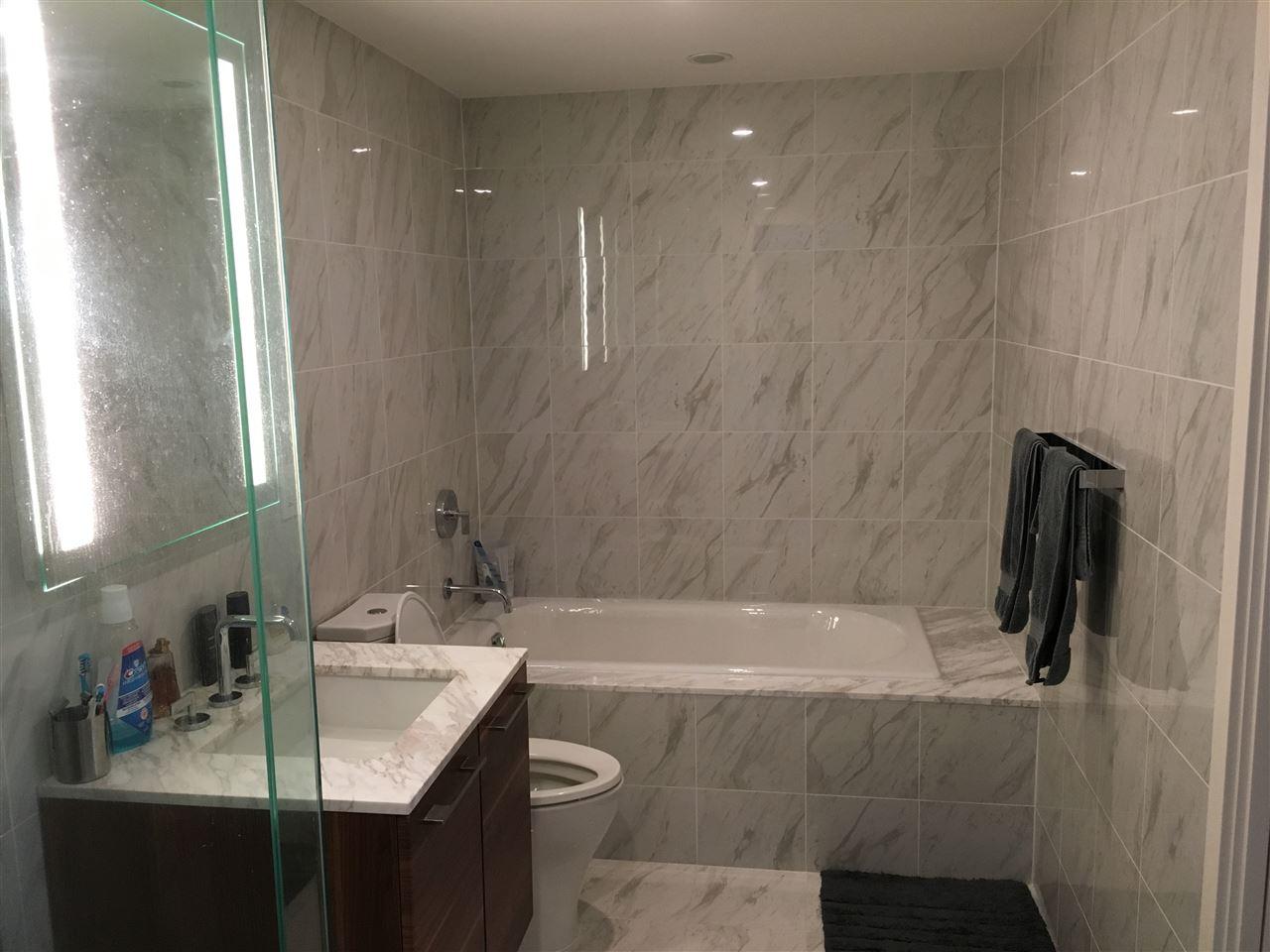Condo Apartment at 2107 8555 GRANVILLE STREET, Unit 2107, Vancouver West, British Columbia. Image 4