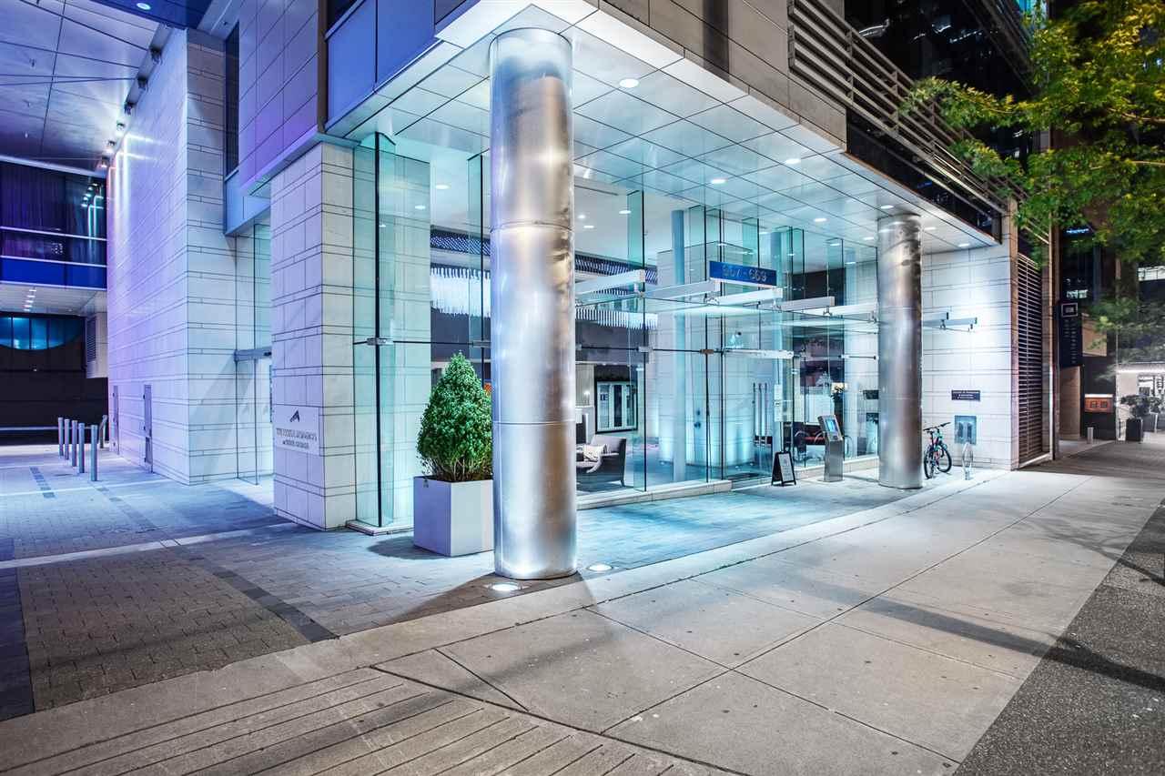 Condo Apartment at 1602 667 HOWE STREET, Unit 1602, Vancouver West, British Columbia. Image 1