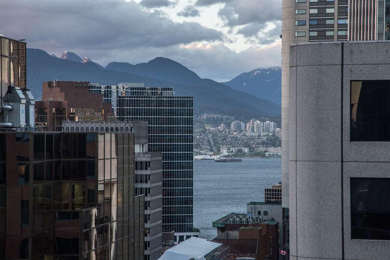 Condo Apartment at 1602 667 HOWE STREET, Unit 1602, Vancouver West, British Columbia. Image 17
