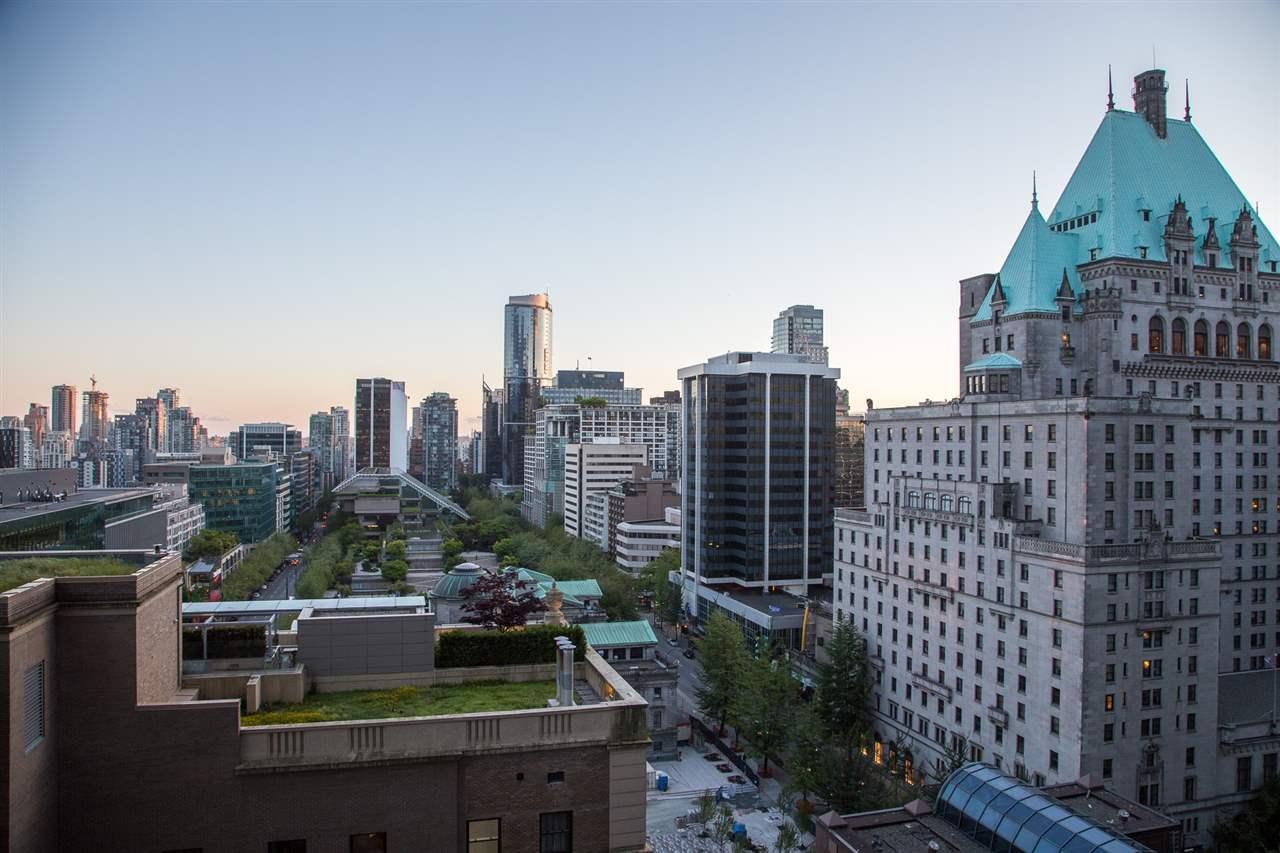 Condo Apartment at 1602 667 HOWE STREET, Unit 1602, Vancouver West, British Columbia. Image 19