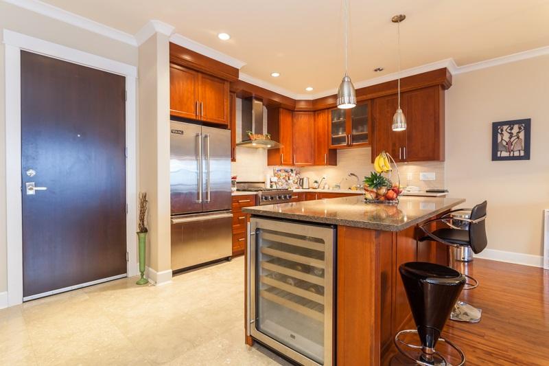 Condo Apartment at 202 6688 ROYAL AVENUE, Unit 202, West Vancouver, British Columbia. Image 3