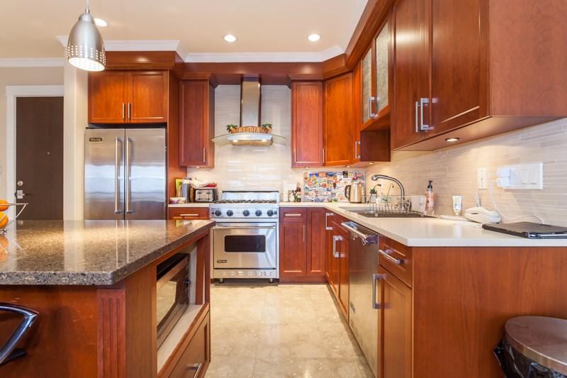 Condo Apartment at 202 6688 ROYAL AVENUE, Unit 202, West Vancouver, British Columbia. Image 4