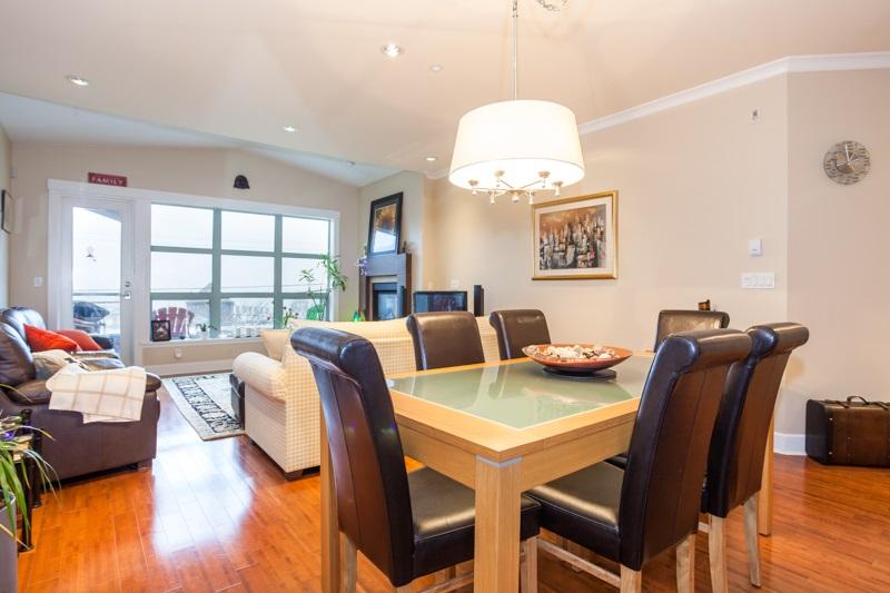 Condo Apartment at 202 6688 ROYAL AVENUE, Unit 202, West Vancouver, British Columbia. Image 8