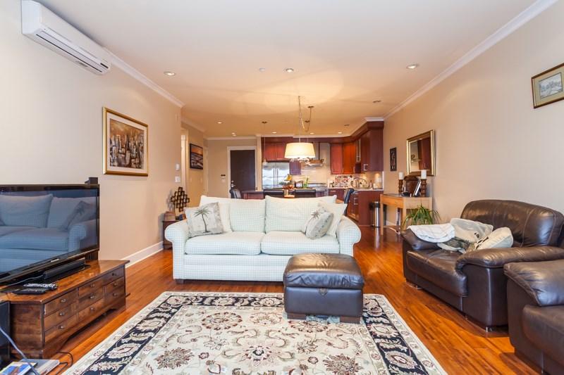 Condo Apartment at 202 6688 ROYAL AVENUE, Unit 202, West Vancouver, British Columbia. Image 9