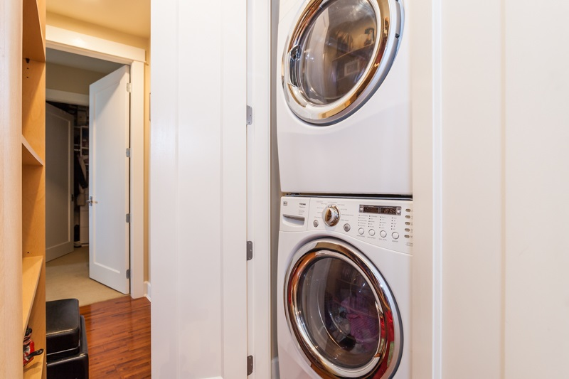 Condo Apartment at 202 6688 ROYAL AVENUE, Unit 202, West Vancouver, British Columbia. Image 17