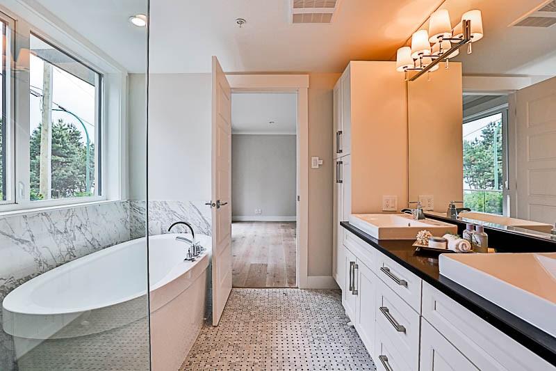 Condo Apartment at 1 15021 BUENA VISTA AVENUE, Unit 1, South Surrey White Rock, British Columbia. Image 16