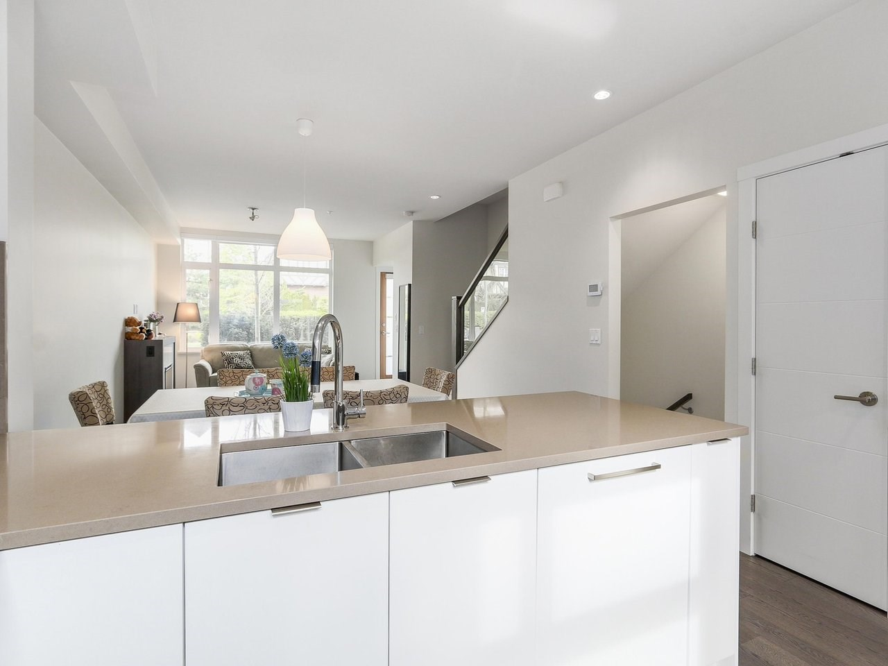 Townhouse at 6130 OAK STREET, Vancouver West, British Columbia. Image 2