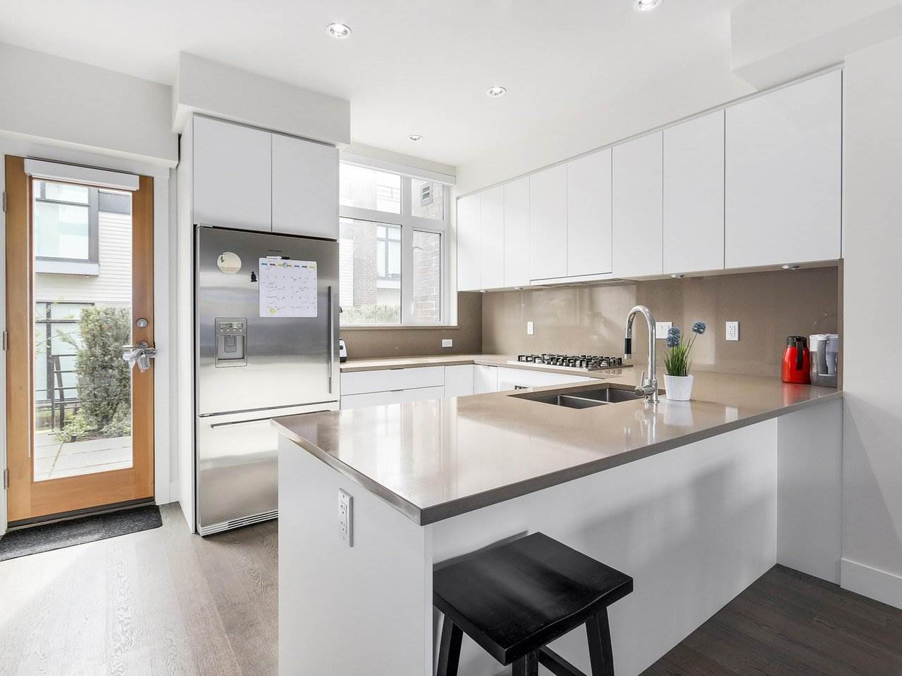 Townhouse at 6130 OAK STREET, Vancouver West, British Columbia. Image 3