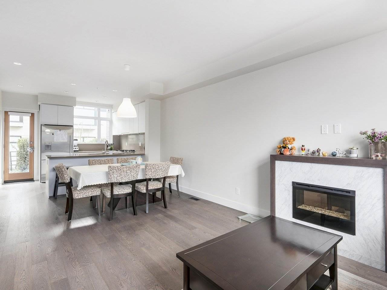 Townhouse at 6130 OAK STREET, Vancouver West, British Columbia. Image 8