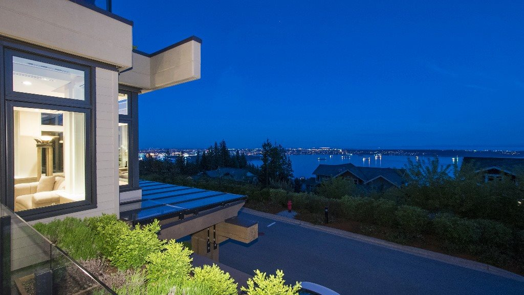Townhouse at 2551 HIGHGROVE MEWS, West Vancouver, British Columbia. Image 2