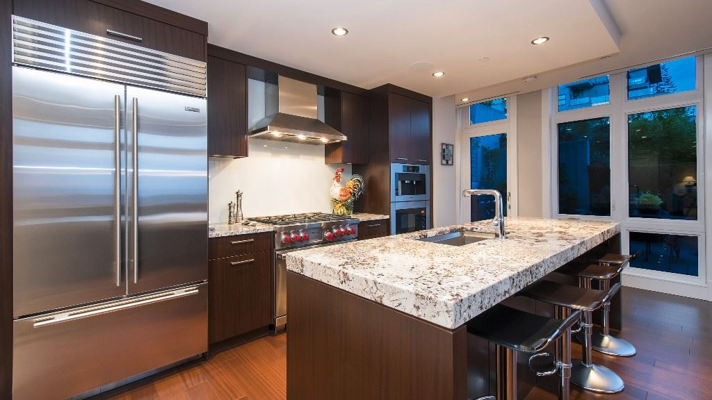 Townhouse at 2551 HIGHGROVE MEWS, West Vancouver, British Columbia. Image 3