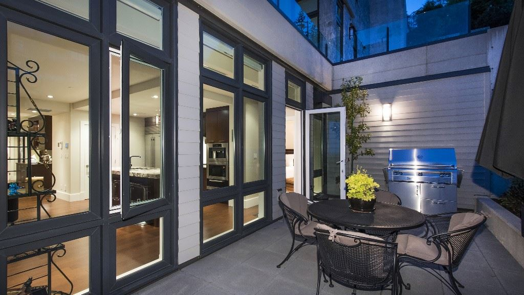 Townhouse at 2551 HIGHGROVE MEWS, West Vancouver, British Columbia. Image 7